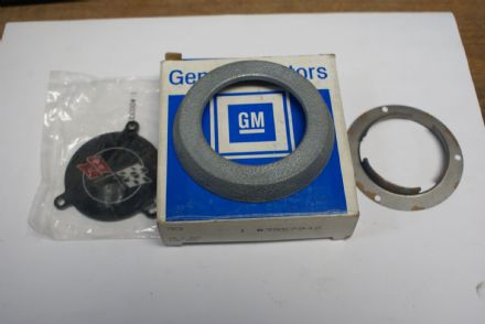 C3 Corvette,Steering Wheel Horn Button Assembly,GM 3957946,New